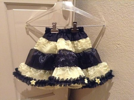 Child's short bumble bee costume skirt with rose accents\\n\\n2/22/2016 4:18 AM