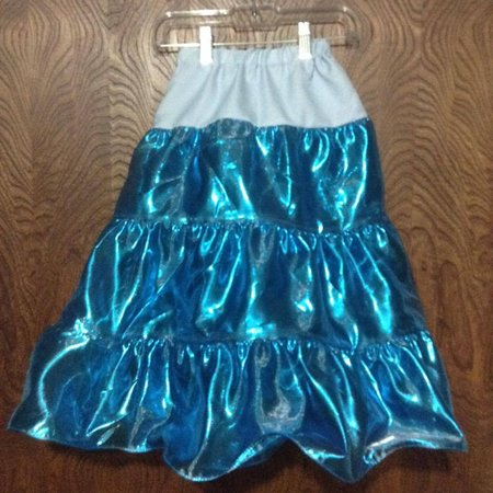 Child's long electric blue play skirt\\n\\n2/22/2016 4:19 AM